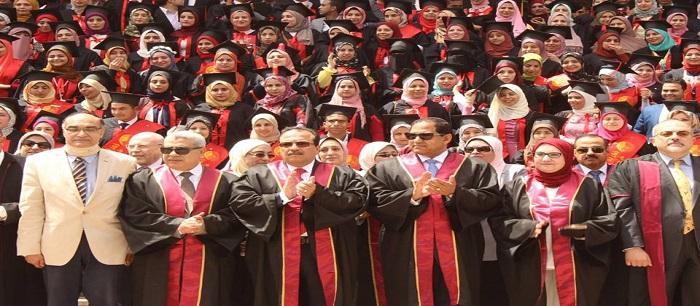 صيدلة طنطا تحتفل بتخريج الدفعة الـ 40 من طلاب الصيدلة الاكلينيكية